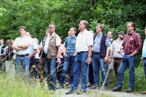 Seminarteilnehmer bei Begutachtung der aufgeforsteten Flächen im Abbau Triensbach I. (Foto: ISTE)