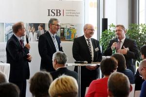 : Moderator Dirk Alexander Lude, Michael Back (ISB), Gerold Reker (Präsident der Architektenkammer Rheinland-Pfalz), Thomas Will (Vorsitzender der Arbeitsgemeinschaft rheinland-pfälzischer Wohnungsunternehmen) (von links nach rechts)