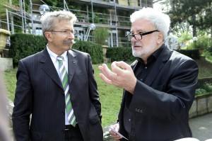 ISTE-Präsident Peter Röhm (links) und der Chef der baden-württembergischen Staatskanzlei, Klaus-Peter Murawski, waren sich beim Pressegespräch anlässlich der Sanierung des Stuttgarter Regierungssitzes einig, dass ökologische Aspekte bei der Auswahl der Baustoffe künftig eine größere Rolle müssen