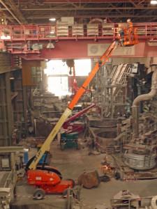 Die JLG Teleskoparbeitsbühne 660SJ mit 20,31 m Plattformhöhe ist wendig und präzise steuerbar. Dadurch ist sie für viele Einsatzarten verwendbar