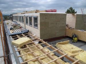 Aufstockung des Komzet Bau Bühl mit Hilfe vorgefertigter Raumzellen (Foto: Bauwirtschaft Südbaden)