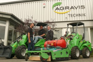 Ludwig Hakes, Markus Schulenkorf und Dieter Ressemann (v.l.) von Agravis Technik Münsterland haben einen erfolgreichen Start mit den AVANT- Multifunktionsladern