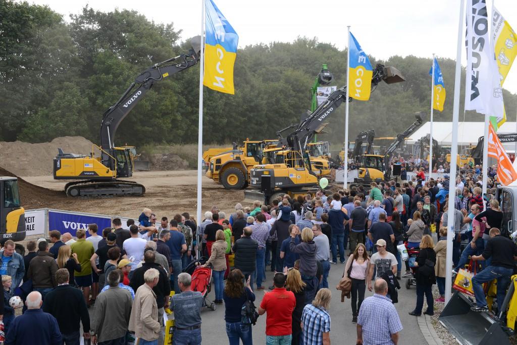 Gut besucht – der Messestand von Swecon Baumaschinen mit der Live Demoshow (Fotos: Swecon)