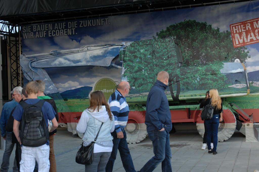 Der unsichtbare Bagger erregte auf der NordBau große Aufmerksamkeit Bildquelle: Zeppelin Rental