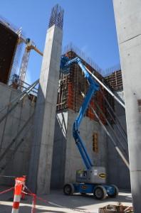 Wände und Stützen für den Ofen werden mit dem Schalsystem LOGO von PASCHAL geschalt. Der eingeschalte Betonierabschnitt ist 8,10 m hoch