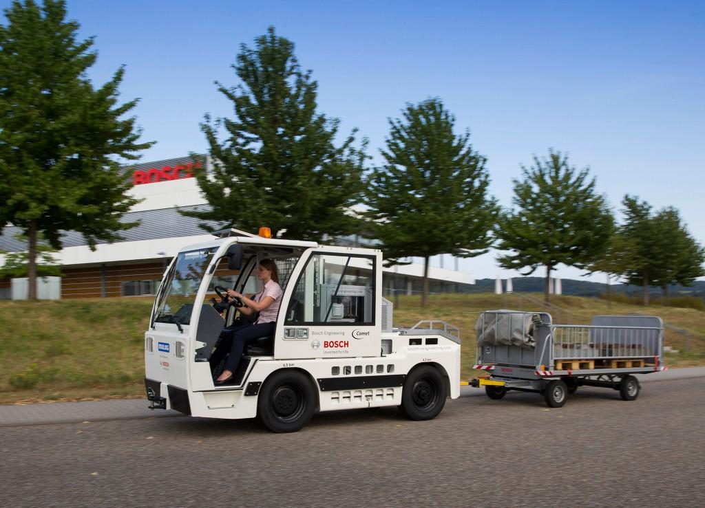 Ein Gepäcktransporter mit Brennstoffzelle arbeitet jetz am Flughafen Foto: Bosch-Engineering