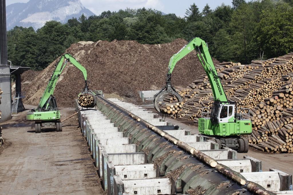 Insgesamt 14 SENNEBOGEN Holzumschlagmaschinen sind bei Pfeifer in Österreich und Deutschland im Einsatz. Mit dem neuen SENNEBOGEN 735 der E-Serie kommt die neueste Maschinengeneration erstmals am Standort Kundl/Tirol zum Einsatz