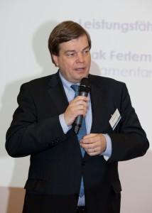 Der parlamentarische Staatssekretär Enak Ferlemann bekam den Preis der Bauindustrie Niedersachsen-Bremen 2015 verliehen
