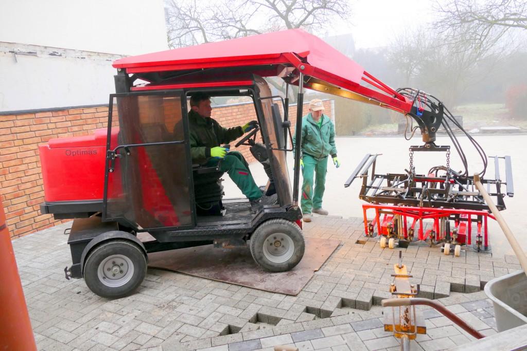 Die Optimas H 88 Verlegemaschine arbeitet bodenschonend und entlastet die Mitarbeiter. Auch sie ist aus dem Gebrauchtmaschinenpool von Optimas. Er bietet günstige, aber technisch einwandfreie Maschinen mit Garantie