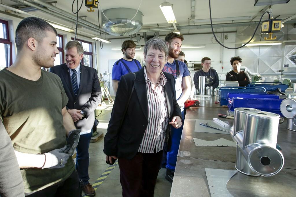 Bundesministerin Hendricks besucht das Bau Asbildungszentrum in Krefeld Copyright ZDB/Zensen