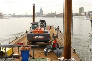 Der neue ATLAS 340 LC Raupenbagger mit hydraulischem Verstellausleger im Einsatz beim WSA Köln